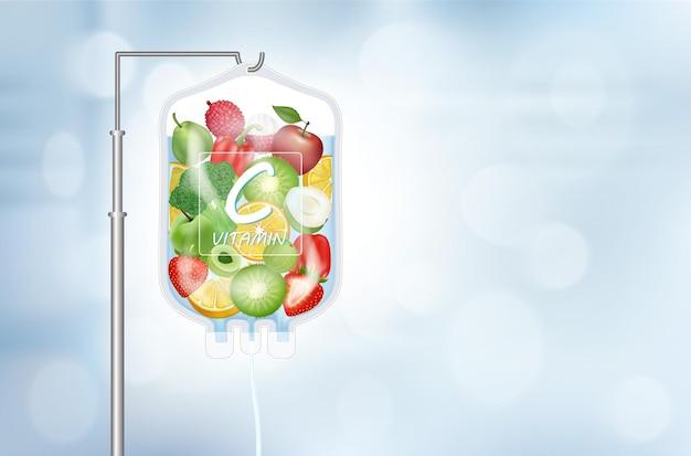 Diferentes vegetais de frutas dentro do saco de soro fisiológico vitamina c iv gotejamento terapia de infusão de vitamina