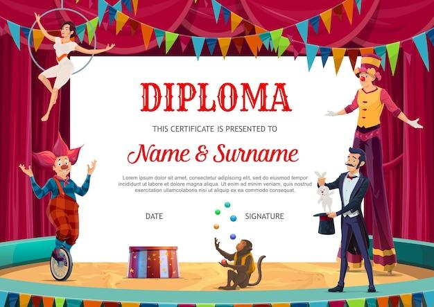 Diploma de educação, certificado de crianças com artistas de circo para a escola ou jardim de infância. performers palhaço em bicicleta monowheel, andador de palafitas, malabarista de macaco e mágico na grande arena de tenda
