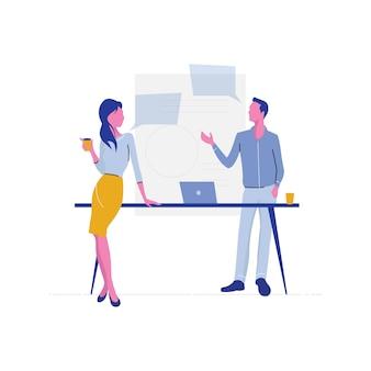 Discussão em equipe, reunião de negócios, equipe discute rede social, notícias, bate-papo, bolhas de discurso de diálogo perto deles, planejamento futuro, conversa sobre café