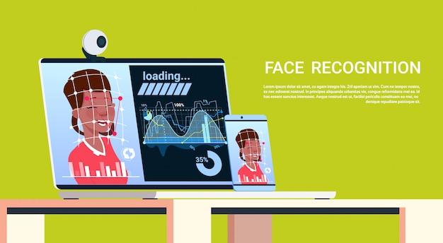 Dispositivos modernos do conceito de sistema do reconhecimento de cara que fazem a varredura do controle de acesso biométrico do usuário