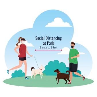Distanciamento social entre homem e mulher com máscaras correndo com cães no parque