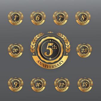 Distintivo dourado de aniversário