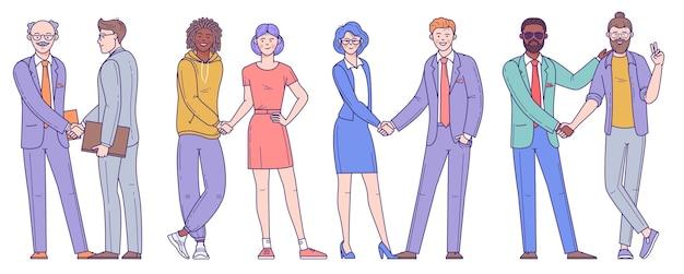 Diversos empresários, homens e mulheres, jovens e idosos apertam as mãos após a conclusão do negócio.