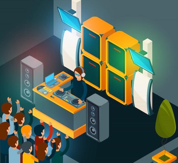 Dj em cena. entretenimento festa música multidão feliz cantando dançando música electro de alto-falantes