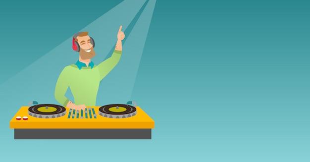Dj mistura música nos toca-discos.