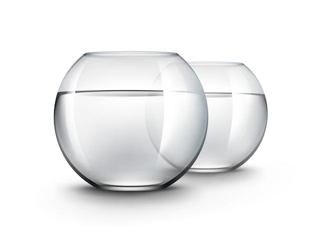 Dois aquários de aquários realistas de vidro brilhante transparente preto com água, sem peixes, isolados no fundo branco
