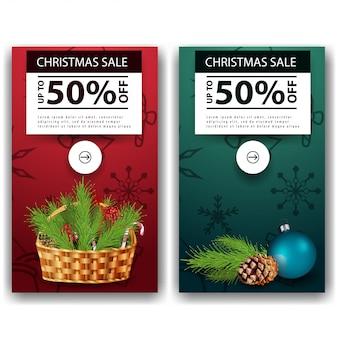 Dois banners de desconto de natal com galhos de árvore de natal Vetor Premium