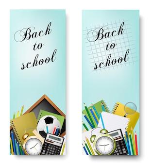 Dois banners de volta às aulas com ferramentas de suprimentos e quadro-negro. vetor em camadas
