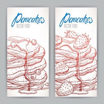 Dois banners verticais com apetitosas panquecas com uma variedade de frutas vermelhas e calda. ilustração desenhada à mão