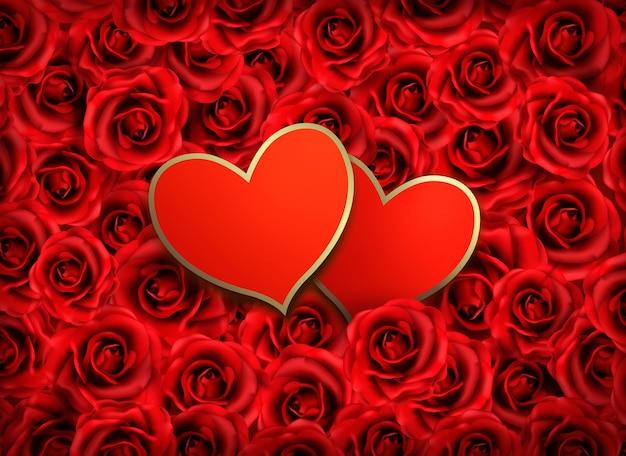 Dois corações em fundo de flores vermelhas