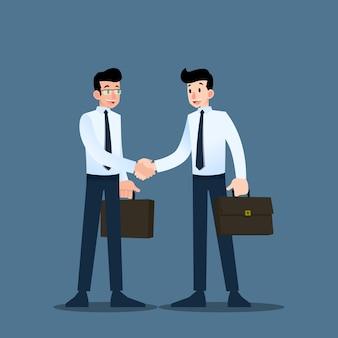 Dois empresários apertem as mãos uns aos outros.