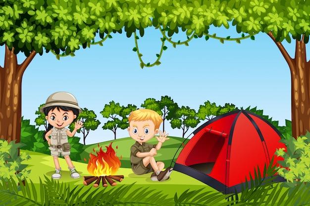 Dois filhos, acampar, em, a, madeiras