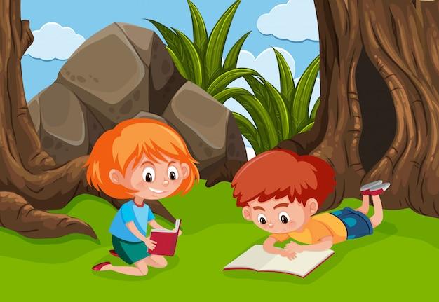 Dois, filhos jovens, lendo, parque