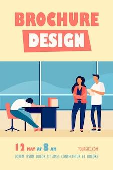 Dois funcionários de escritório olhando para um modelo de folheto de colegas sonolentos