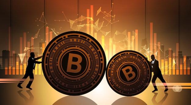 Dois homens de negócios empurrar bitcoin sobre gráficos de dados de estatística cripto moeda conceito digital web dinheiro