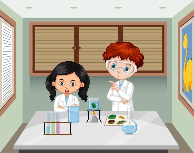 Dois jovens cientistas na cena do laboratório