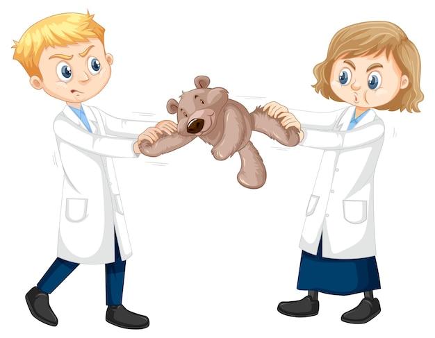 Dois meninos cientistas brigando por um ursinho de pelúcia