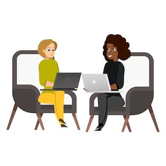 Dois, mulher, sentando, poltrona, trabalhando, laptop