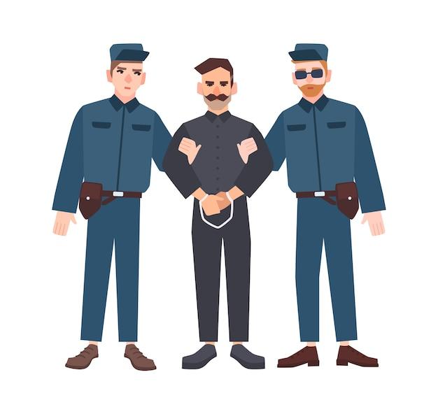 Dois policiais uniformizados segurando criminoso ou prisioneiro algemado