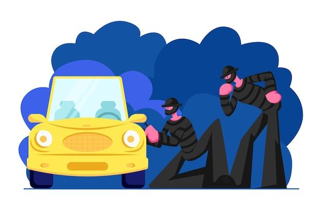 Dois sequestradores mascarados vestindo roupas pretas em pé ao lado do carro e tentando arrombá-lo