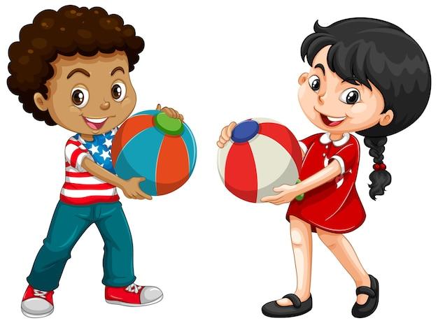 Duas crianças diferentes segurando uma bola colorida