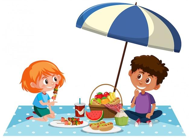 Duas crianças fazendo piquenique no fundo branco