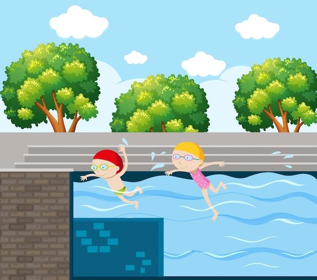 Duas crianças nadando na piscina