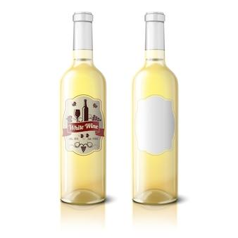 Duas garrafas realistas para vinho branco com rótulos isolados no fundo branco com reflexão e lugar para seu design e branding.