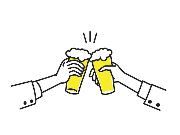 Duas mãos do empresário segurando copos de cerveja, para celebrar o sucesso.