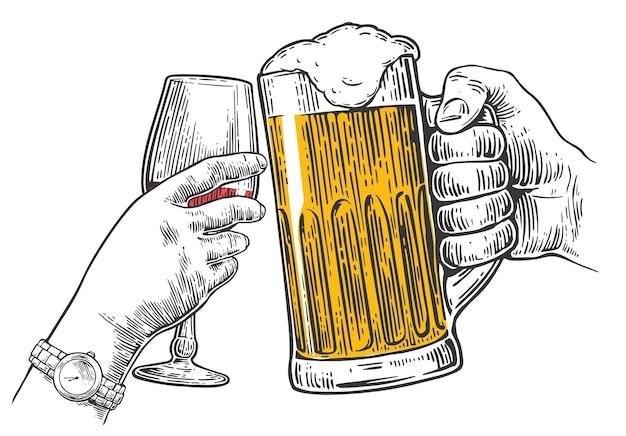 Duas mãos tilintam um copo de cerveja e um copo de vinho desenho desenhado à mão gravura em vetor vintage
