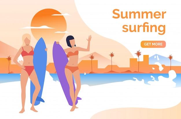 Duas meninas, em, swimsuits, com, surfboards