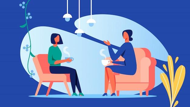 Duas mulheres conversam no quarto.