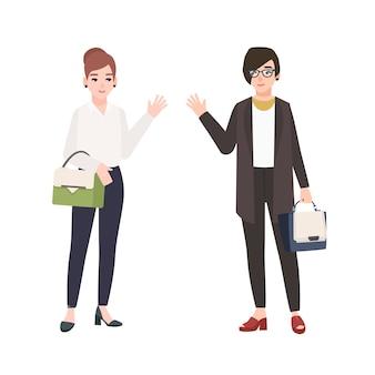 Duas mulheres sorridentes, vestidas com roupas de negócios, cumprimentam-se
