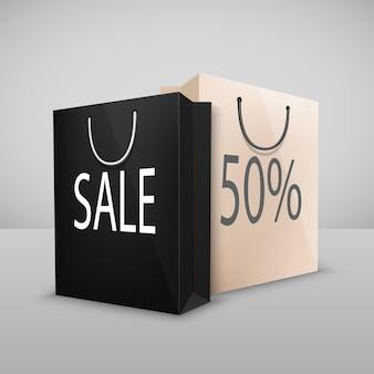 Duas sacolas de compras em preto e branco com venda escrita, isolado no branco