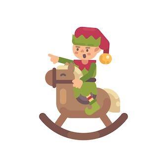 Duende bonito do natal que monta um cavalo de balanço. ilustração de personagem plana de papai noel elfo