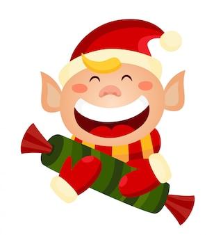 Duende de natal bonito dos desenhos animados, segurando um doce.