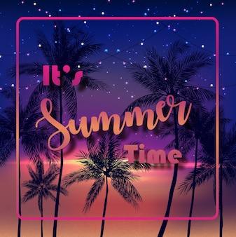 É hora de verão com palmeiras no fundo da noite