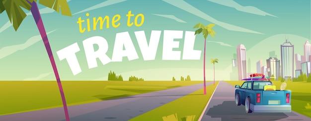 É hora de viajar o banner de desenho animado com a visão traseira do caminhão se movendo pela estrada
