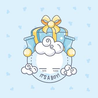 É um cartão de chuveiro de bebê menino com caixa de presente e meias