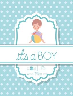 É um cartão de chuveiro de bebê menino com criança e balão de plástico