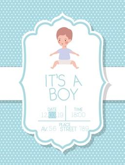 É um cartão de chuveiro de bebê menino com criança
