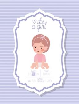 É um cartão de menina bebê chuveiro com criança