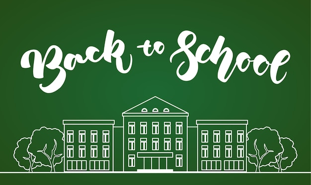 Edifício escolar branco de linha plana com árvores e letras de mão de volta às aulas no fundo verde da lousa Vetor Premium