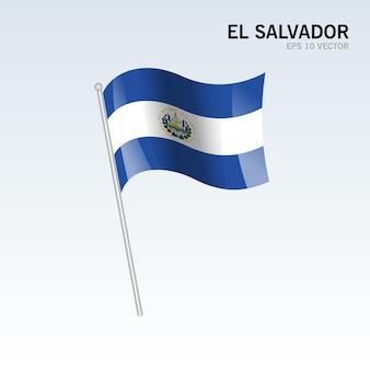 El salvador agitando bandeira isolada em cinza
