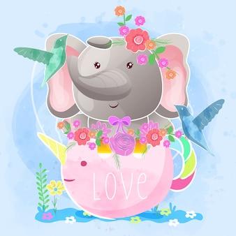 Elefante fofo no copo de chá de unicórnio