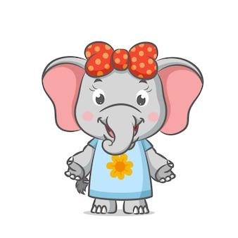 Elefantinho doce usando vestido com padrão de flor de sol