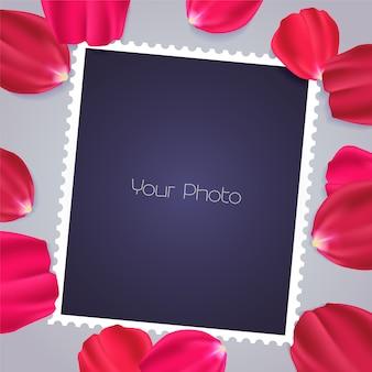 Elemento de design com pétalas de rosa e modelos para inserção de fotos