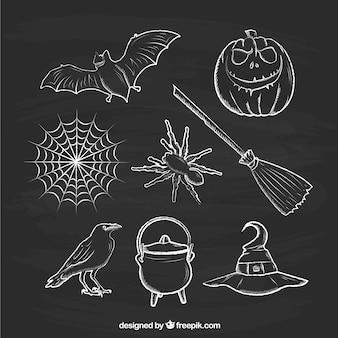 Elementos de halloween esboçado no quadro-negro