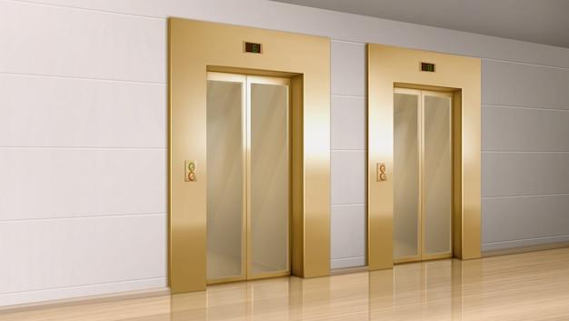 Elevador dourado com portas de vidro no corredor
