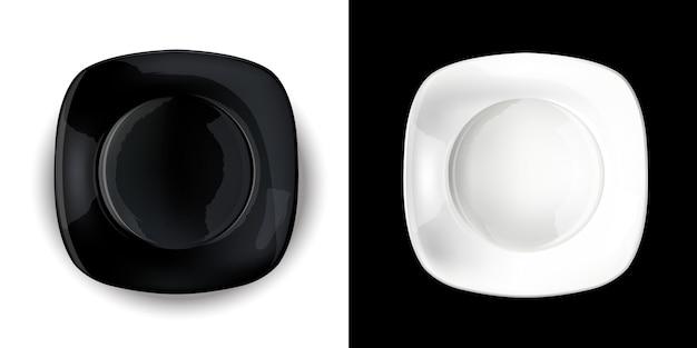 Em um fundo contrastante, placas quadradas em preto e branco.